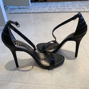 Ankle Strap Sandal / heel with detail